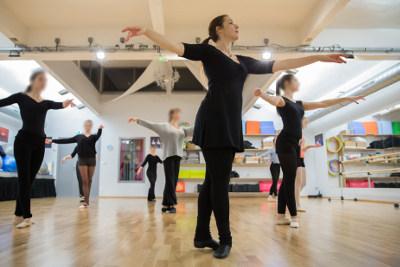 Cours de danse classique versailles for Cours danse classique barre